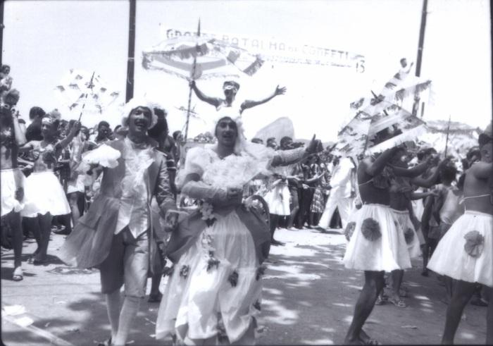 mfons-travestidos-em-icarai-batalha-confetis2-dec1940